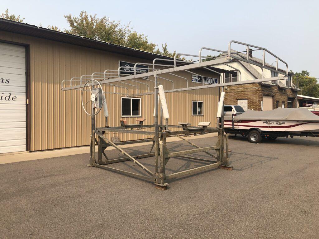 <font size=+2>2400 Pound Hewitt Cantilever boat lift</font>